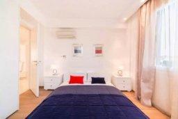 Спальня 2. Кипр, Гермасойя Лимассол : Современный апартамент в престижном комплексе в 20 метрах от пляжа, с гостиной, тремя спальнями, двумя ванными комнатами и балконом с боковым видом на море
