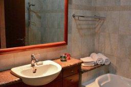 Ванная комната 2. Кипр, Айос Тихонас Лимассол : Роскошный пентхаус в комплексе с бассейном и в 20 метрах от пляжа, с гостиной, 5-ю спальнями, 3-мя ванными комнатами и балконом с шикарным видом на море