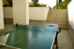 Терраса. Кипр, Лачи : Роскошная вилла с бассейном в 150 метрах от пляжа, 4 спальни, 4 ванные комнаты, зеленый дворик, барбекю, настольный теннис, парковка, Wi-Fi