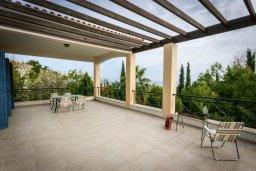 Терраса. Кипр, Лачи : Прекрасная вилла с бассейном в 100 метрах от пляжа, 3 спальни, 2 ванные комнаты, зеленый дворик, барбекю, парковка, Wi-Fi