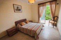 Спальня 2. Кипр, Лачи : Прекрасная вилла с бассейном в 100 метрах от пляжа, 3 спальни, 2 ванные комнаты, зеленый дворик, барбекю, парковка, Wi-Fi