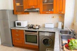Кухня. Кипр, Корал Бэй : Прекрасная вилла с джакузи и шикарным видом на море, 4 спальни, 2 ванные комнаты, парковка, Wi-Fi