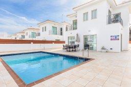 Фасад дома. Кипр, Фиг Три Бэй Протарас : Шикарная вилла с бассейном в 100 метрах от пляжа Фиг Три Бей, 3 спальни, 2 ванные комнаты, барбекю, парковка, Wi-Fi