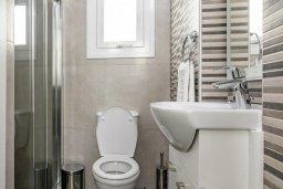 Ванная комната. Кипр, Каво Марис Протарас : Современная вилла с бассейном и двориком с барбекю, 3 спальни, 4 ванные комнаты, терраса на крыше, парковка, Wi-Fi