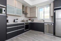 Кухня. Кипр, Каво Марис Протарас : Современная вилла с бассейном и двориком с барбекю, 3 спальни, 4 ванные комнаты, терраса на крыше, парковка, Wi-Fi