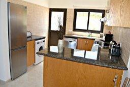 Кухня. Кипр, Лачи : Современная вилла в 100 метрах от пляжа с бассейном, 4 спальни, 3 ванные комнаты, парковка, Wi-Fi