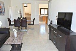Гостиная. Кипр, Лачи : Современная вилла в 100 метрах от пляжа с бассейном, 4 спальни, 3 ванные комнаты, парковка, Wi-Fi