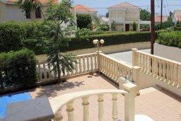 Территория. Кипр, Гермасойя Лимассол : Роскошная вилла с бассейном и видом на море, 6 спален с ванными комнатами, сауна, зеленый дворик, парковка, Wi-Fi