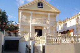 Фасад дома. Кипр, Гермасойя Лимассол : Роскошная вилла с бассейном и видом на море, 6 спален с ванными комнатами, сауна, зеленый дворик, парковка, Wi-Fi
