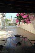 Обеденная зона. Кипр, Гермасойя Лимассол : Роскошная вилла с бассейном и видом на море, 6 спален с ванными комнатами, сауна, зеленый дворик, парковка, Wi-Fi