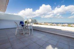 Балкон. Кипр, Каво Марис Протарас : Апартамент с гостиной, отдельной спальней и большим балконом с видом на море