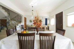 Обеденная зона. Кипр, Лачи : Прекрасная вилла с бассейном и двориком с барбекю, 3 спальни, 2 ванные комнаты, парковка, Wi-Fi