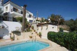 Фасад дома. Кипр, Лачи : Прекрасная вилла с бассейном и двориком с барбекю, 3 спальни, 2 ванные комнаты, парковка, Wi-Fi