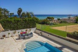 Бассейн. Кипр, Каппарис : Роскошная вилла с бассейном и двориком с барбекю, 100 метров до пляжа, 3 спальни, 2 ванные комнаты, парковка, Wi-Fi