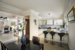 Кухня. Кипр, Каппарис : Роскошная вилла с бассейном и двориком с барбекю, 100 метров до пляжа, 3 спальни, 2 ванные комнаты, парковка, Wi-Fi