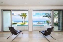 Гостиная. Кипр, Санрайз Протарас : Роскошная вилла с большим бассейном и зеленой территорией, 6 спален, 6 ванных комнат, парковка, Wi-Fi