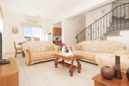 Гостиная. Кипр, Ионион - Айя Текла : Прекрасная вилла с бассейном и двориком с барбекю, 3 спальни, парковка, Wi-Fi