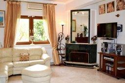 Гостиная. Кипр, Нисси Бич : Вилла в комплексе с бассейном, 4 спальни, 2 ванные комнаты, парковка, Wi-Fi
