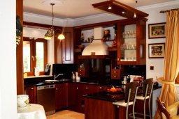 Кухня. Кипр, Нисси Бич : Вилла в комплексе с бассейном, 4 спальни, 2 ванные комнаты, парковка, Wi-Fi