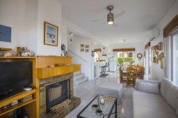 Гостиная. Кипр, Каво Марис Протарас : Уютная вилла с двориком в 100 метрах от пляжа, 3 спальни, барбекю, парковка, Wi-Fi