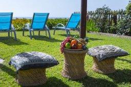 Территория. Кипр, Менеу : Уютная вилла с зеленым двориком возле пляжа, 3 спальни, 2 ванные комнаты, вид на море, патио, барбекю, парковка, Wi-Fi