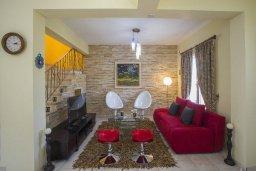 Гостиная. Кипр, Нисси Бич : Прекрасная вилла с бассейном и двориком с барбекю, 2 спальни, парковка, Wi-Fi