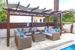 Патио. Кипр, Каппарис : Роскошная вилла с бассейном в 100 метрах от пляжа, 4 спальни, 3 ванные комнаты, патио, барбекю, парковка, Wi-Fi