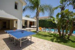 Территория. Кипр, Перволия : Прекрасная вилла с бассейном и зеленым двориком с барбекю и патио, 3 спальни, 2 ванные комнаты, настольный теннис, парковка, Wi-Fi