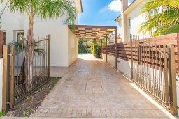 Парковка. Кипр, Каппарис : Прекрасная вилла с бассейном и двориком с барбекю, 3 спальни, 2 ванные комнаты, парковка, Wi-Fi
