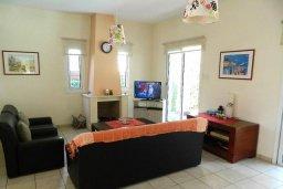 Гостиная. Кипр, Каппарис : Прекрасная вилла с бассейном и двориком с барбекю, 3 спальни, 3 ванные комнаты, парковка, Wi-Fi
