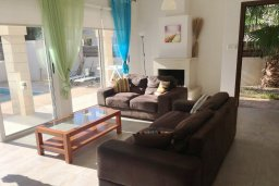 Гостиная. Кипр, Каппарис : Прекрасная вилла с бассейном и двориком с барбекю, 3 спальни, 2 ванные комнаты, парковка, Wi-Fi