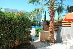 Терраса. Кипр, Гермасойя Лимассол : Двухэтажный таунхаус в комплексе с бассейном, гостиная, 2 спальни, 2 ванные комнаты, терраса с обеденной зоной, парковка, Wi-Fi