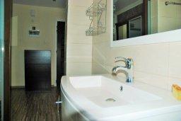 Ванная комната. Кипр, Гермасойя Лимассол : Уютная студия с балконом в 100 метрах от пляжа