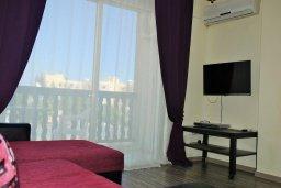Студия (гостиная+кухня). Кипр, Гермасойя Лимассол : Уютная студия с балконом в 100 метрах от пляжа