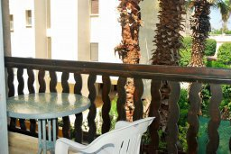 Балкон. Кипр, Гермасойя Лимассол : Уютная студия с балконом в 100 метрах от пляжа