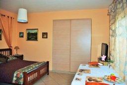 Студия (гостиная+кухня). Кипр, Гермасойя Лимассол : Студия в комплексе с бассейном в 100 метрах от пляжа
