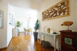 Коридор. Кипр, Айос Тихонас Лимассол : Апартамент в 20 метрах от пляжа, с гостиной, тремя спальнями, двумя ванными комнатами и большим балконом с видом на море