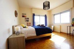 Спальня. Кипр, Айос Тихонас Лимассол : Апартамент в 20 метрах от пляжа, с гостиной, тремя спальнями, двумя ванными комнатами и большим балконом с видом на море