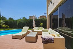 Патио. Кипр, Пареклисия : Современная вилла с бассейном и двориком с барбекю, 4 спальни, 3 ванные комнаты, патио, парковка, Wi-Fi