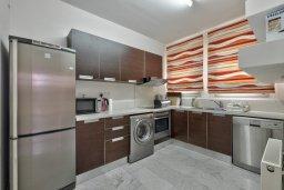 Кухня. Кипр, Св. Рафаэль Лимассол : Прекрасная вилла с бассейном и зеленым двориком с барбекю, 3 спальни, 3 ванные комнаты, патио, парковка, Wi-Fi
