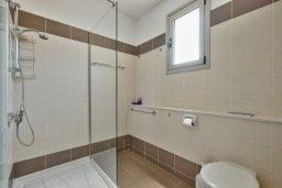 Ванная комната. Кипр, Св. Рафаэль Лимассол : Прекрасная вилла с бассейном и зеленым двориком с барбекю, 3 спальни, 3 ванные комнаты, патио, парковка, Wi-Fi