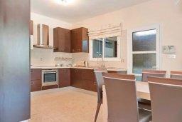 Кухня. Кипр, Гермасойя Лимассол : Прекрасная вилла с бассейном и двориком с барбекю, 3 спальни, 2 ванне комнаты, парковка, Wi-Fi
