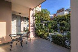 Терраса. Кипр, Св. Рафаэль Лимассол : Двухуровневый апартамент в комплексе с бассейном, с большой гостиной, двумя спальнями, террасой и балконом