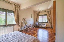 Спальня. Кипр, Мутаяка Лимассол : Роскошная вилла с бассейном и зеленым двориком, 3 спальни, 2 ванные комнаты, парковка, Wi-Fi