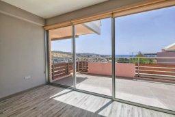 Балкон. Кипр, Св. Рафаэль Лимассол : Роскошный апартамент в комплексе с бассейном, 100 метров до пляжа, большая гостиная, 3 спальни, 2 ванные комнаты, веранда с зоной барбекю, лаунж-зоной и красивым видом на горы