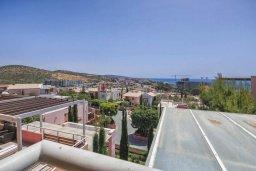 Вид. Кипр, Св. Рафаэль Лимассол : Роскошный апартамент в комплексе с бассейном, 100 метров до пляжа, большая гостиная, 3 спальни, 2 ванные комнаты, веранда с зоной барбекю, лаунж-зоной и красивым видом на горы
