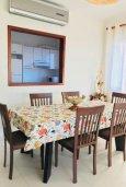 Обеденная зона. Кипр, Хлорака : Прекрасная вилла с зеленым двориком, 3 спальни, 2 ванные комнаты, парковка, Wi-Fi