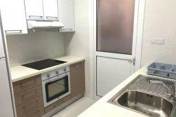 Кухня. Кипр, Хлорака : Прекрасная вилла с зеленым двориком, 3 спальни, 2 ванные комнаты, парковка, Wi-Fi