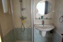 Ванная комната. Кипр, Пейя : Вилла с бассейном и двориком с барбекю, 3 спальни, 2 ванные комнаты, парковка, Wi-Fi