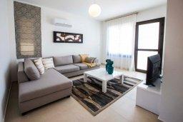Гостиная. Кипр, Хлорака : Современная вилла с бассейном и двориком с барбекю, 3 спальни, 2 ванные комнаты, парковка, Wi-Fi